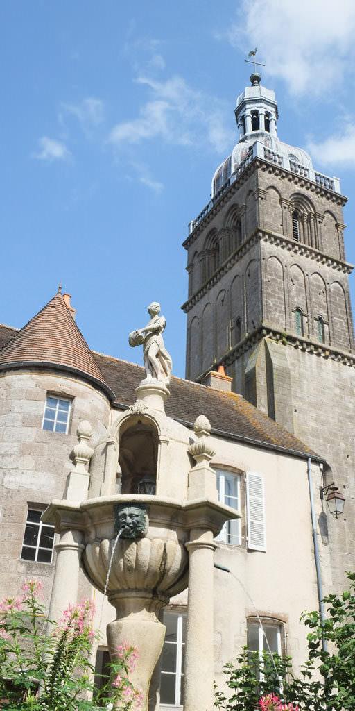 Fontaine Caristie Basilique Saint Andoche
